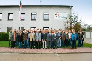"<span class=""bildunterschrift_hervorgehoben"">7</span>	Group photograph<br />"