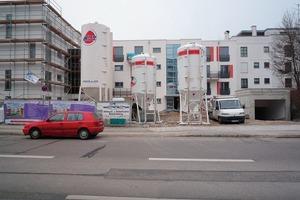 "<span class=""bildunterschrift_hervorgehoben"">6</span>Modern, efficient job site with silos containing drymix mortars <br />"