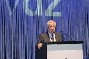"<div class=""bildtext_en"">1 VDZ president Gerhard Hirth send a warm welcome to the 350 attendants of the conference</div>"