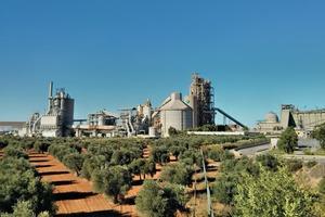 """<div class=""""bildtext_en"""">13 El Alto cement plant</div>"""