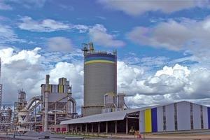 "<div class=""bildtext_en"">10 Cuiaba cement plant </div>"