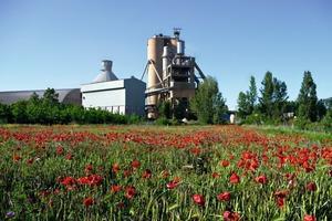 """<div class=""""bildtext_en"""">17 Toral de los Vados cement plant</div>"""