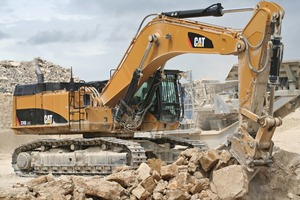 "<div class=""bildtext_en"">1 A Cat<sup>®</sup> 374D hydraulic excavator ripping</div>"