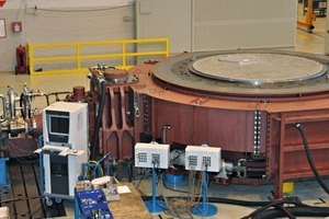 "<div class=""bildunterschrift_en""><span class=""bu_ziffer_blau"">7</span> Test run of the 6600 kW mill support with a drive module</div>"