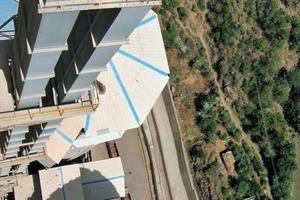 "<div class=""bildtext_en"">5 Belt bucket elevators feeding cement silos (Holcim, St. Genevieve/USA)</div>"