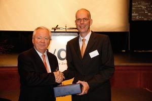 Björn Stigson (links) und Dr. Martin Schneider ⇥(Quelle: VDZ)<br />
