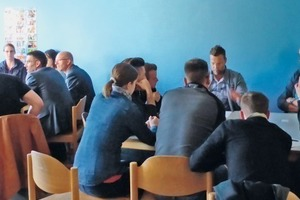 """<div class=""""bildtext_en"""">6 The individual speakers acceded to quizzing in small speed-dating groups</div>"""