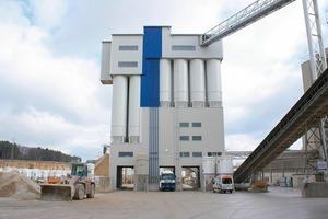 """<span class=""""bildunterschrift_hervorgehoben"""">1</span>Modern high-throughput render, screed and mortar plant equipped for silo logistics"""
