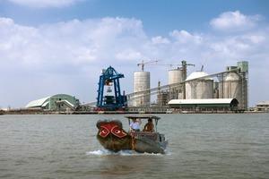 Sackverladung auf kleine Boote