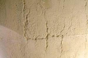 "<span class=""bildunterschrift_hervorgehoben"">4</span>	Cracks in the silo inner wall<br />"