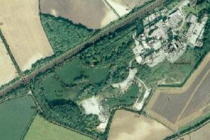Vormaliges Zementwerk Bosenberg mit rekultivierten Altsteinbrüchen<br />(aerial photograph/Luftbildaufnahme 2004)<br />