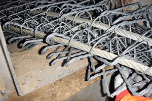 """<div class=""""bildtext_en"""">4 The folded safety net is brought in through the riser duct hatch</div>"""