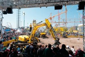 """<div class=""""E_Bildunterschrift""""><span class=""""bildunterschrift_hervorgehoben"""">2Product demonstrations attract many visitors</span></div>"""