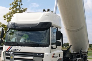 """<div class=""""bildtext_en"""">2 Simulated unloading from a silo semitrailer that meets the necessary safety standards</div>"""