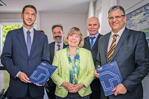 """<div class=""""bildtext_en"""">Signatories to the contract on 16July 2015: Timo Feuerbach (Director of the FVB), Dr. Undine Krätzig (Officiating Chancellor of the TU Dresden), Prof. Jürgen Weber (Director of the Institute for Fluid Dynamics at the TU Dresden), Prof. Ralf Stelzer (Dean of the Faculty of Mechanical Science and Engineering at the TU Dresden), Joachim Schmid (Director of VDMA Construction and Building Materials Machines)</div>"""