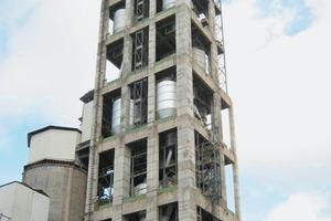 """<div class=""""bildtext_en"""">4 Belt bucket elevator for feeding the heat exchanger of a rotary kiln (Lafarge, Wössingen/Germany)</div>"""
