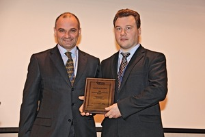 Yury Gontsharov (links) begrüsst ein neues Mitglied im Russischen Gipsverband<br />