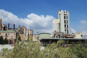 """<div class=""""bildtext_en"""">18 St. Vicenc des Horts cement plant</div>"""