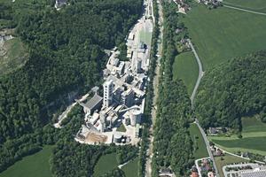 Luftbild Zementwerk LEUBE Gartenau