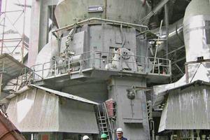 """<div class=""""bildtext_en"""">Similar Loesche mill type LM 56.3+3 CS, Rajgangpur/India</div>"""