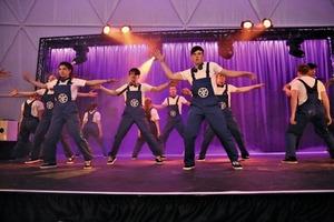 """<div class=""""bildtext_en"""">3&nbsp;&nbsp;&nbsp;&nbsp;&nbsp;&nbsp;&nbsp;&nbsp;&nbsp; A street dance group from Beckum brought the audience to its feet</div>"""