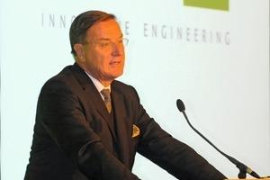 """<span class=""""bildunterschrift_hervorgehoben"""">1</span>Dr. Thomas Loesche opens the event<br />"""