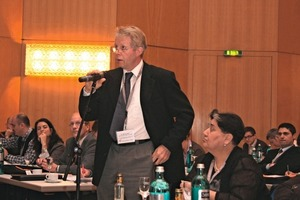 """<span class=""""bildunterschrift_hervorgehoben"""">5</span>Animated discussions during the conference"""