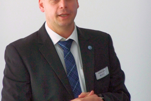 "<div class=""bildtext_en"">11 Head of Marketing Stefan Brand explains the current company strategy</div>"