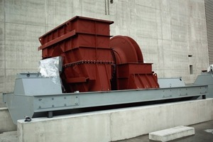 "<span class=""bildunterschrift_hervorgehoben"">4</span>	Installation of a large industrial fan<br />"