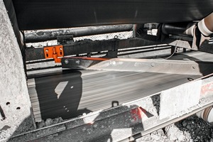 """<div class=""""bildtext_en"""">1 The Martin<sup>®</sup> Diagonal Plow is a straight blade design that effectively removes spillage from reversing belts</div>"""