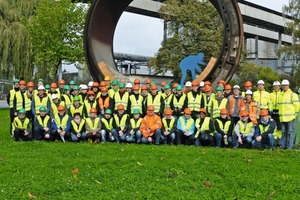 "<div class=""bildtext_en"">Finally, the sun spoiled us for the group picture at the shell section of the Burglengenfeld cement plant</div>"