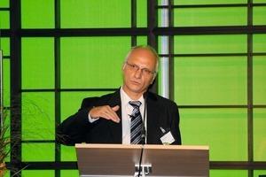 """<span class=""""bildunterschrift_hervorgehoben"""">7</span>Michael Keyssner presented new research projects by Loesche<br />"""