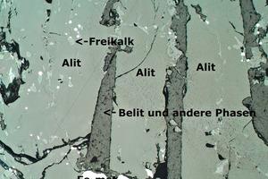 """Anschliff der Schlackeprobe """"Klinkerweg"""" nach Ätzung (Auflichtmikroskopie, 50-fache Vergrößerung)"""