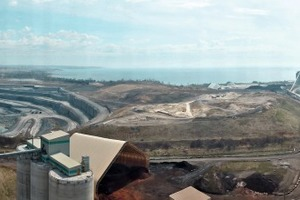 """<div class=""""bildtext_en"""">4 The limestone quarry is situated around 1.5km from the plant, which also has (see right) a mooring jetty on Lake Ontario</div>"""