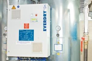 "<span class=""bildunterschrift_hervorgehoben"">1</span>The most important part of the compressed-air treatment at Oetelshofen: The heat regenerated adsorption dryer EVERDRY FRA-V"