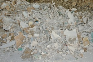 "<div class=""bildtext_en"">2 The raw material as it comes directly from demolishing sites</div>"