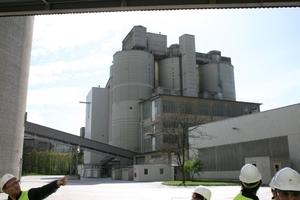 ONLINE+: Cement silos, packing plant and dispatch • Zementsilos, Packerei und Versand