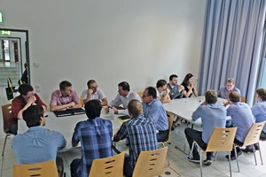 """<div class=""""bildtext_en"""">4 The speed dating session enabled the students to question the individual industry representatives in small groups</div>"""