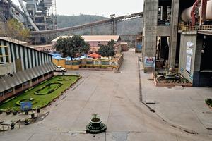 "<div class=""bildtext_en"">1 Clinkerization unit of Dalla Cement Factory</div>"