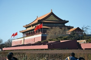 """<div class=""""bildtext_en"""">1 The Gate of Heavenly Peace in the Forbidden Palace in Beijing</div>"""