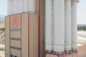 """<span class=""""bildunterschrift_hervorgehoben"""">2</span>Mixing plant with storage silos for dry ready-mix • Mischanlage mit Zusatzsilos für Fertiggut<br />"""