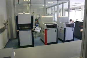 ONLINE+: Laboratory including X-ray spectrometer and X-ray diffractometer • Automatisches Labor mit Röntgenspektrometer und Röntgendiffraktometer