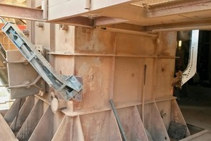 """<div class=""""bildtext_en"""">2 Riser duct, showing four brakes</div>"""