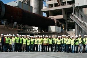"""<span class=""""bildunterschrift_hervorgehoben"""">3</span>Technical discussions during the plant tour • Technischer Austausch während der Werksbesichtigung<br />"""