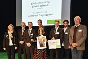 "<div class=""bildtext_en"">1 Sabrina Behrendt (Technical University ­Munich), one of the two winners of first place in the ­German Quarry Life Award 2016 with the members of the German jury</div>"