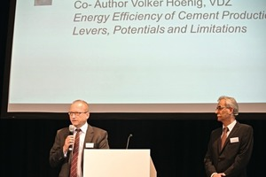 "<div class=""bildunterschrift_en"">Gernot Kirchner ­(Lafarge Zement GmbH) speaks about energy efficiency of cement production and its levers, potentials and limitations. Martin Oerter (VDZ, left) guided competent through the program</div>"