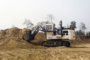 The approved Liebherr Mining Excavator R 9400 is now available also with a shovel