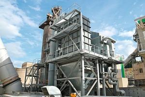 Die Wärmetauscher für das Abwärmedampfkraftwerk und die SCR-Anlage sind montiert und verrohrt<br />