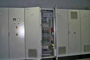 "<div class=""bildunterschrift_en""><span class=""bu_ziffer_blau"">3</span> Combined MCC and IO cabinets for the project ""Clinker Cooler Dedusting""</div>"