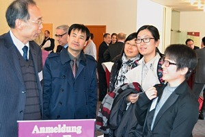"<div class=""bildtext_en"">2 Some conference participants came all the way from China</div>"
